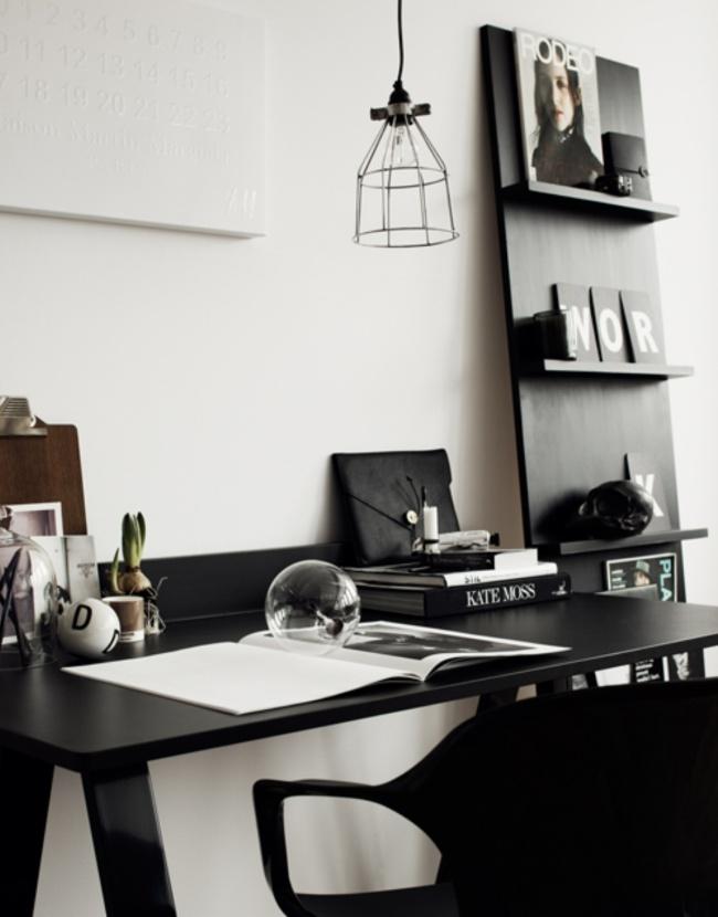 Элегантный рабочий стол в черном цвете