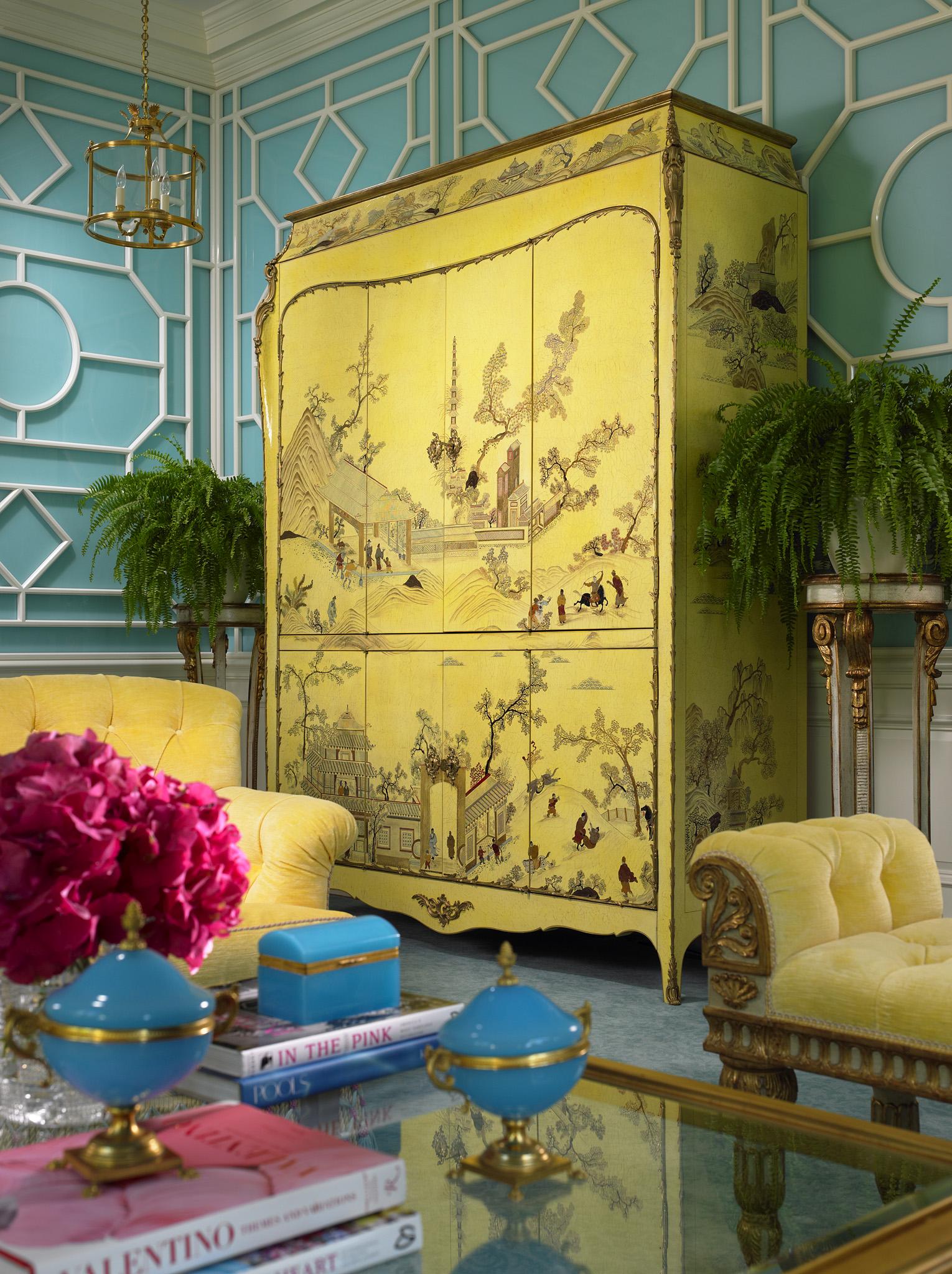 Уникальная интерьерная вещь - платяной шкаф в китайском стиле