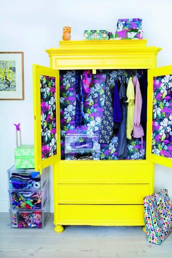 Солнечный шкаф с цветочным принтом внутри - не может не поднимать настроение