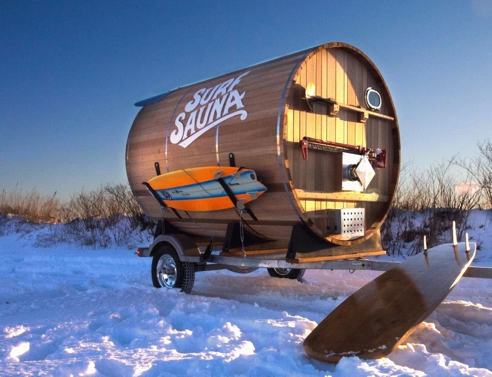 Цилиндрическая баня из дерева на колесах