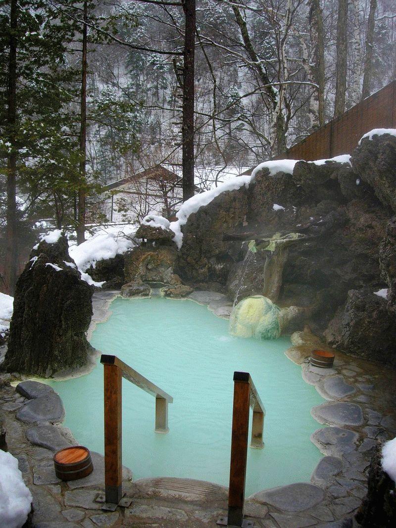 Японская баня офуро с водой из природного горячего источника