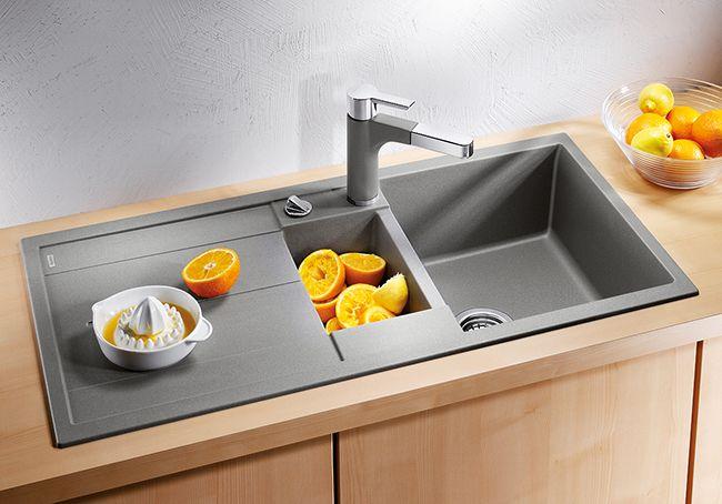 Кухонная мойка с отделами для мытья посуды, фруктов и сушки посуды