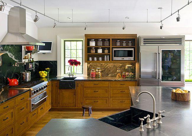 Для угловой кухни раковина из искусственного камня это самое удачное дизайнерское решение