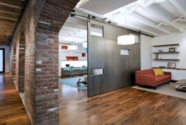Двигающаяся перегородка позволит скрыть или открыть отдельные зоны помещения