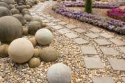 Фото 8 Садовые дорожки своими руками (45 фото): материал, форма, особенности
