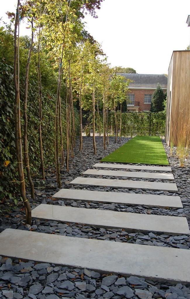 Эффектная дорожка из поперечных бетонных плит