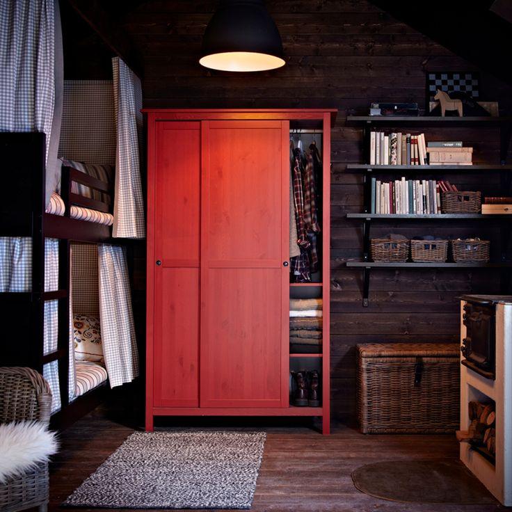 Красный корпусный шкаф купе