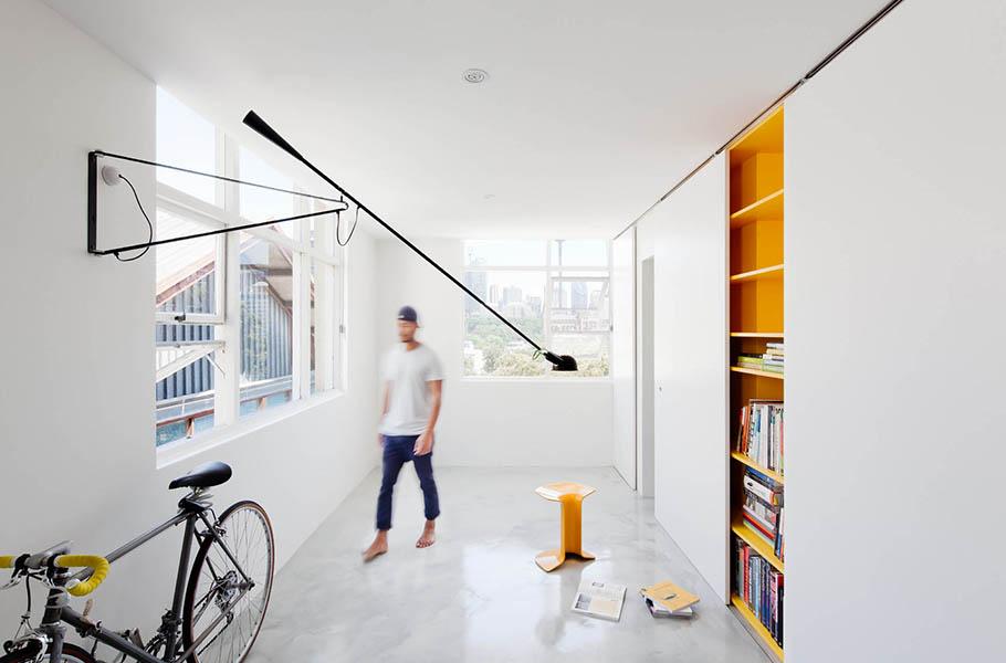 Прямолинейный встроенный книжный шкаф