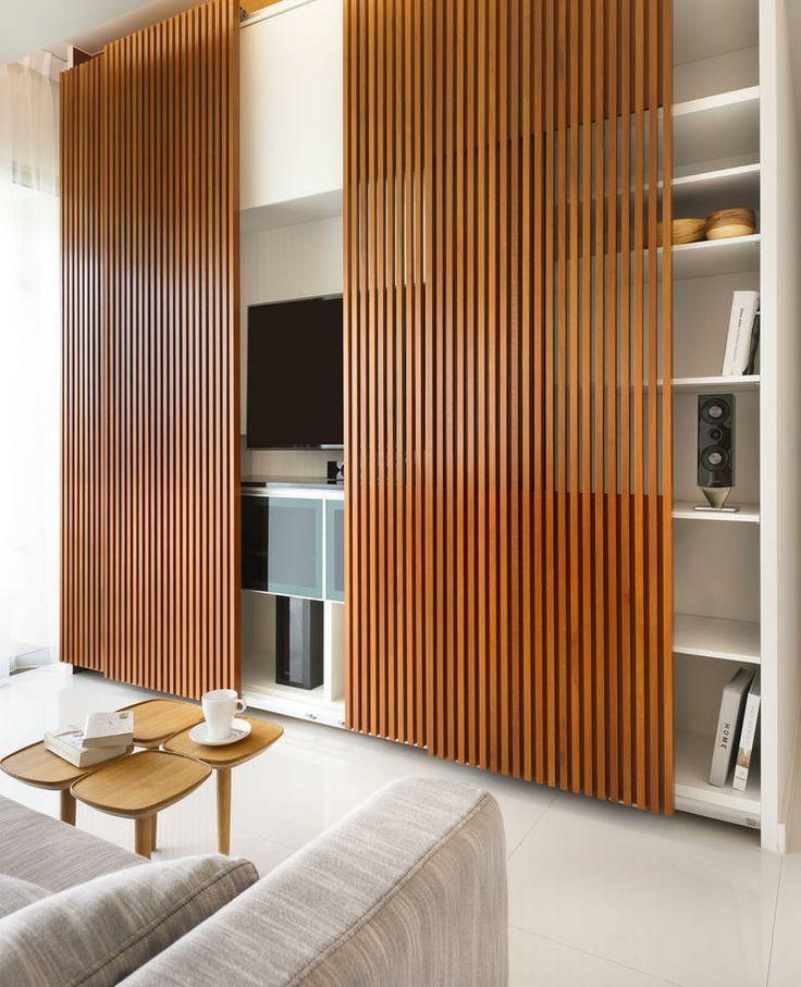 Встроенный шкаф в гостиной с декоративными дверцами