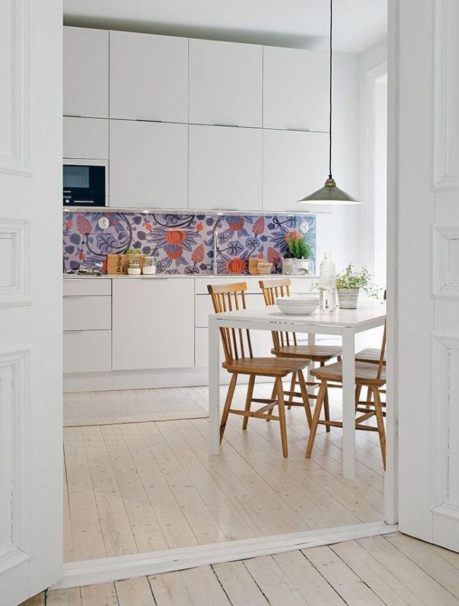 Нежный цветочный рисунок на стеклянных скинали