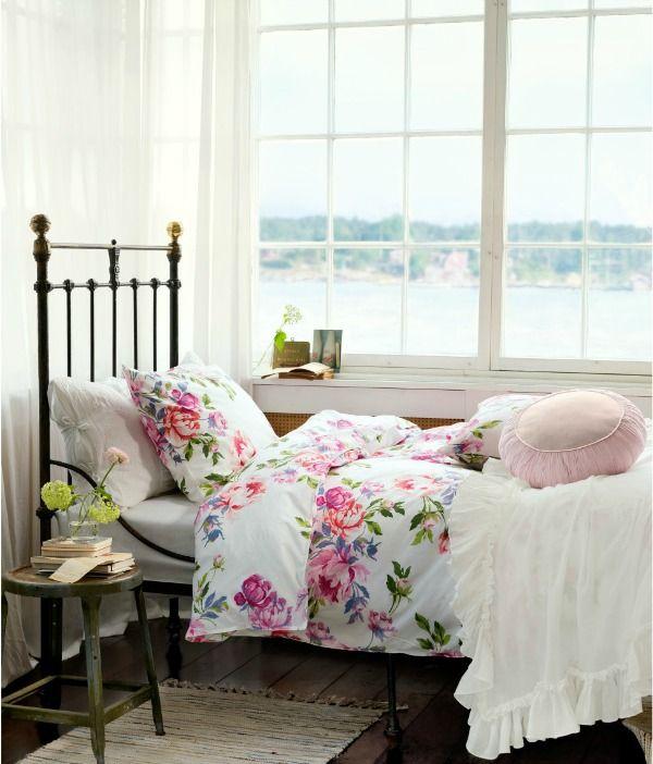 Цветочный принт с розами или пионами - яркая примета стиля шебби