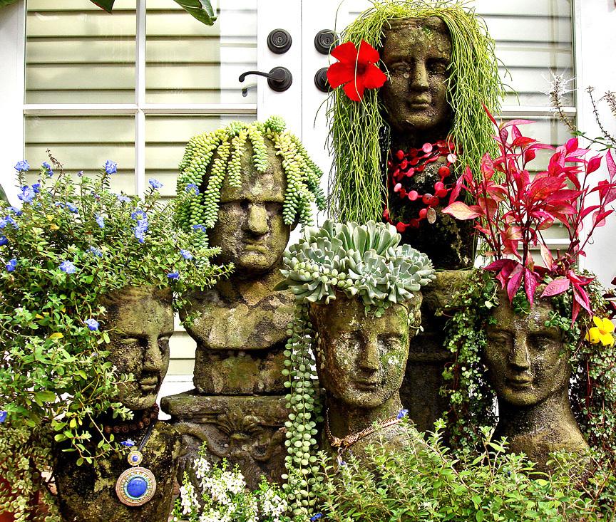 Смешные горшки в форме бетонных бюстов с растениями-прическами не оставят вас равнодушными