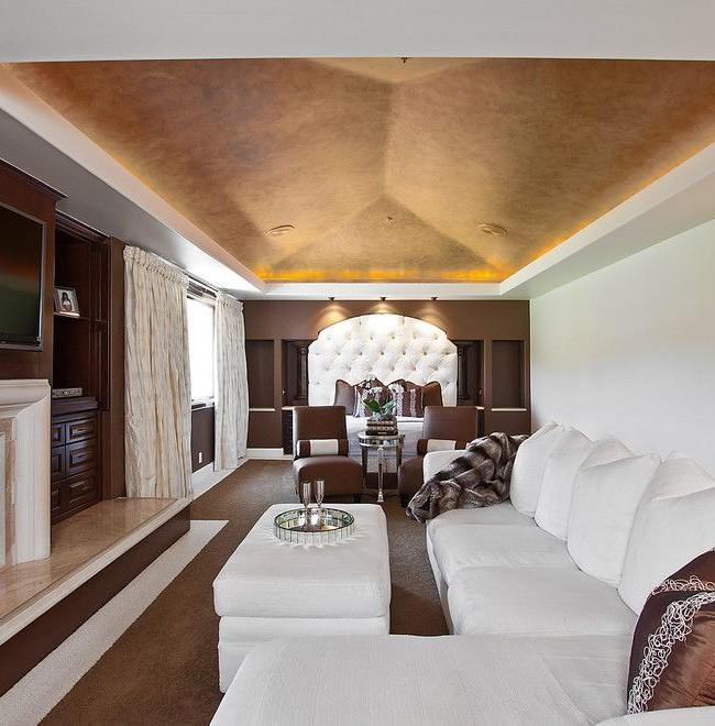 Потолок, покрытый венецианской штукатуркой, с невероятным эффектом свечения