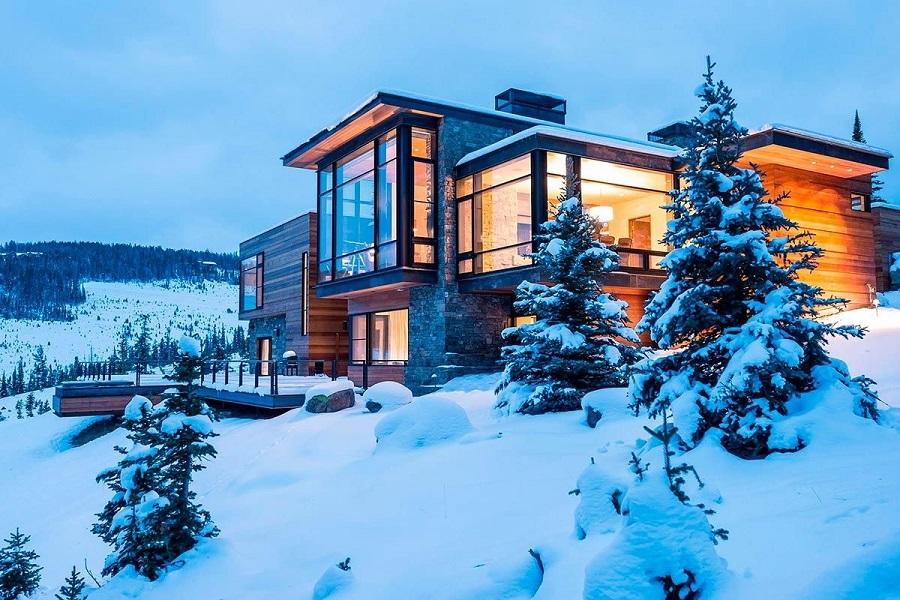 Высокая теплоизоляция позволяет использовать остекление в горных домах