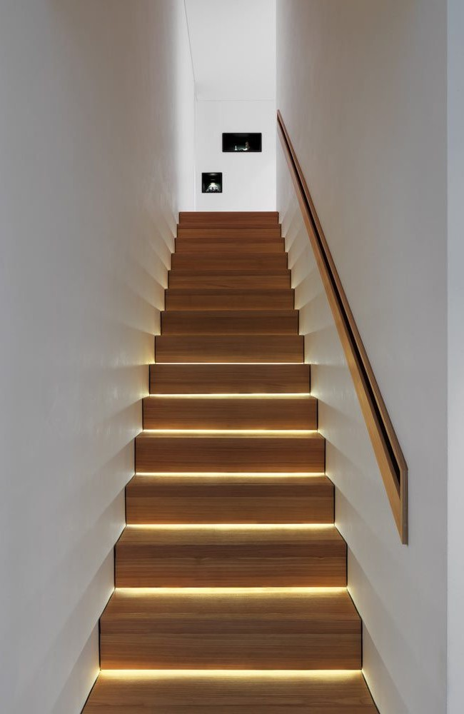 Автоматическая светодиодная подсветка лестницы от компании Stairsled