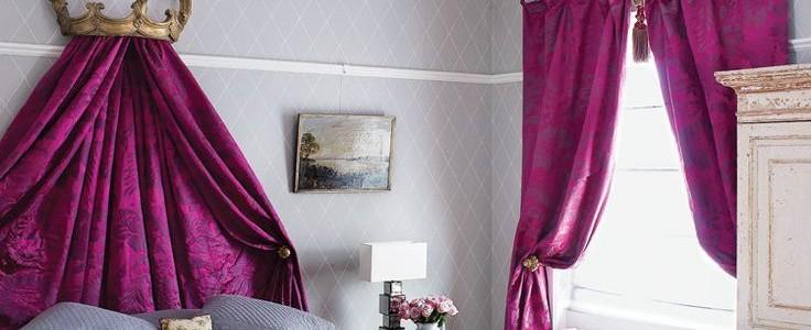 Фиолетовые шторы в интерьере: особенности настроения и выбор оттенков