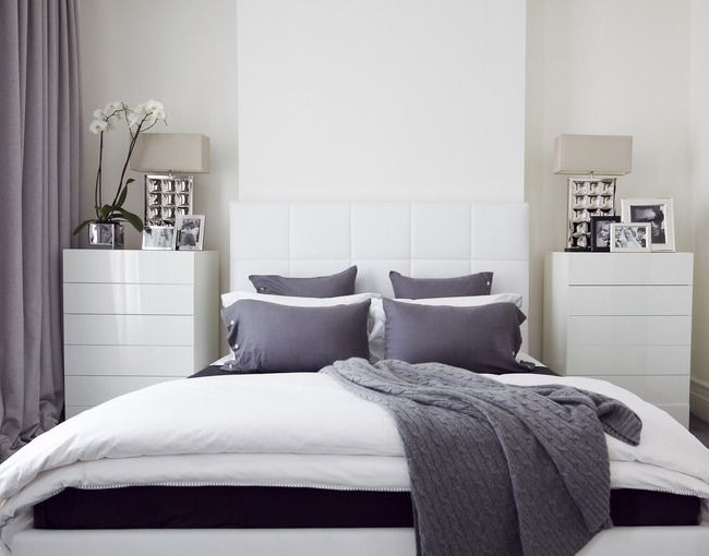 Светло-фиолетовые шторы в комнате в стиле модерн