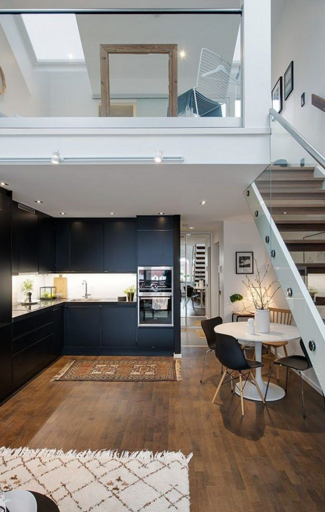 Двухэтажные апартаменты, в приватной зоне которой наверху располагается спальня, в общественной внизу - кухня