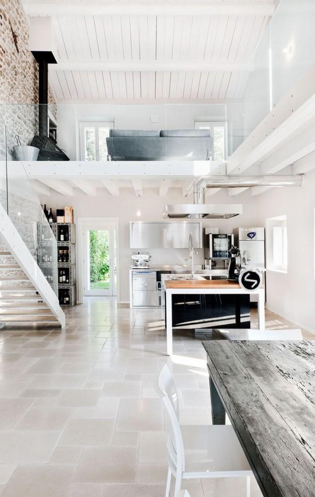 Светлая двухуровневая квартира с элементами стиля гранж