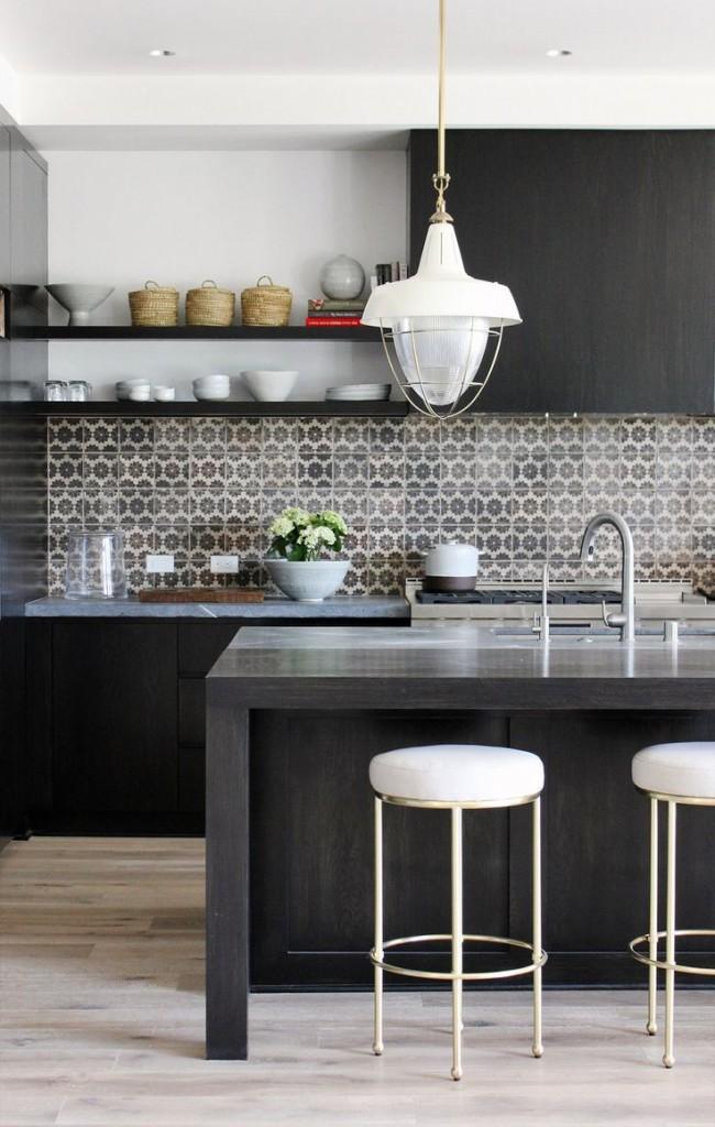 Кухонная плитка с абстрактным зеркальным паттерном