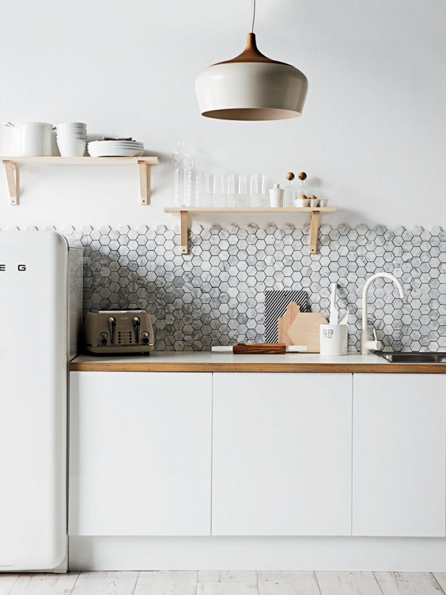 Кухонный фартук из плитки в форме сот