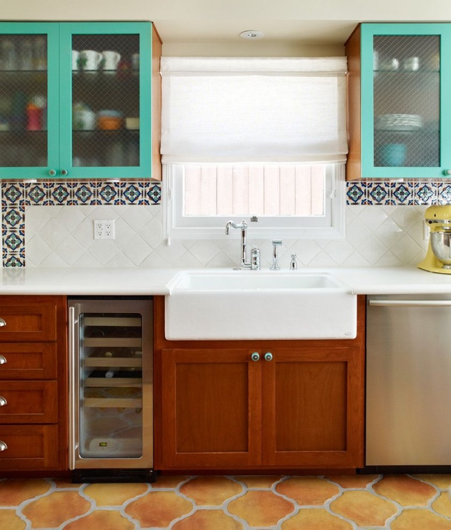 Cочетание диагональной и горизонтальной укладки плитки кухонного фартука
