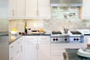 Фото 14 Керамическая плитка для кухни на фартук: особенности выбора и оформления