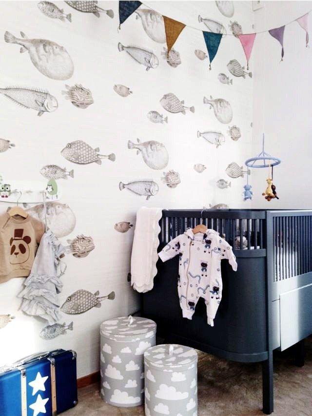 Неброские, спокойные обои в детской комнате малыша