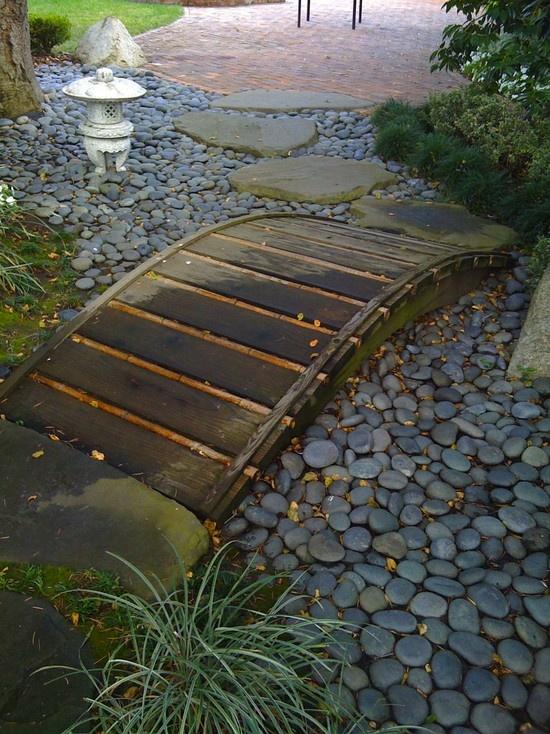 Фото как сделать самому мостик через сухой ручей своими руками