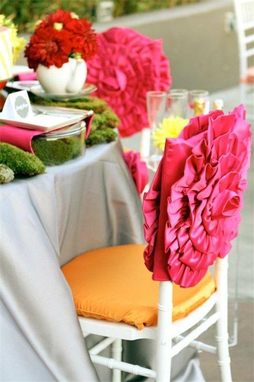 Нарядный чехол на стул с аппликацией в виде цветка