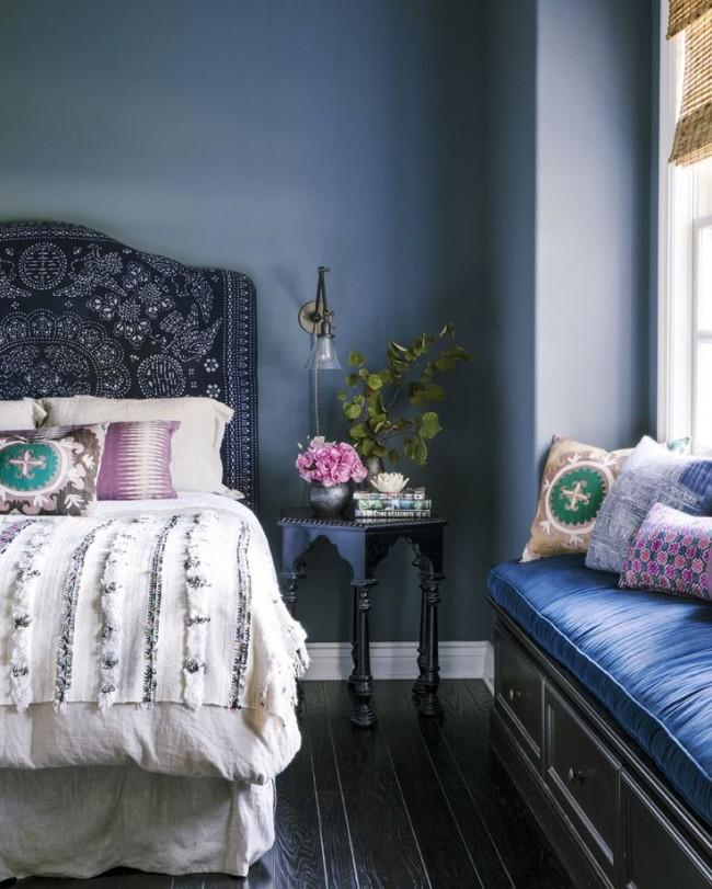 Умиротворяющая синяя гамма отлично подойдет для оформления спальни