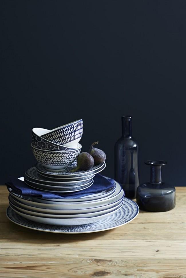Посуда и декор цвета индиго привнесут элемент праздника в самую обычную трапезу