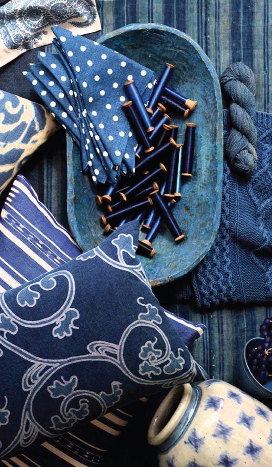 Синий декор придаст интерьеру глубину и очарование