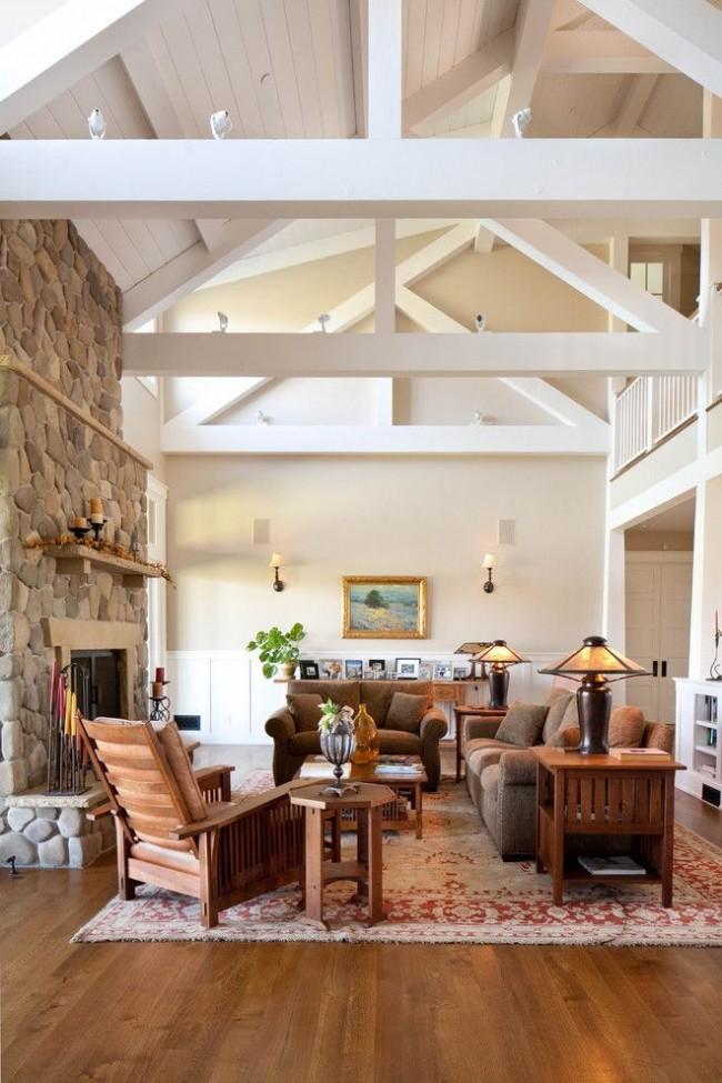 Айвори служит идеальным фоном для каменной кладки на стене и деревянной мебели