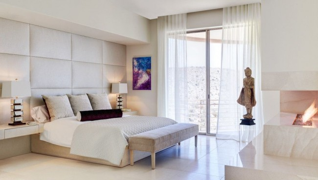 Стильная современная спальня цвета айвори