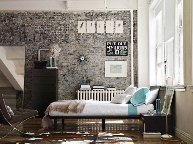 Доступность и относительная легкость в обращении позволяют без особых проблем декорировать стены