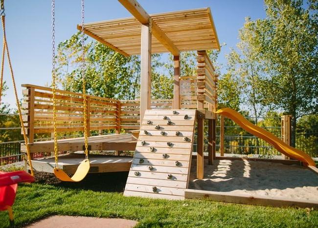 Покрытие для детских площадок должно быть мягким