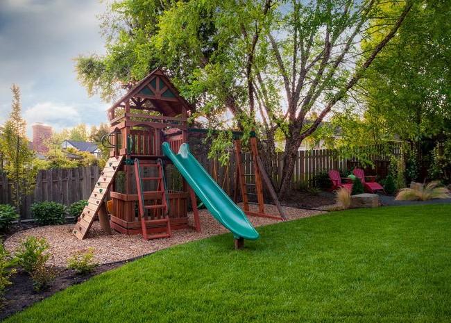 Территорию будущей детской площадки необходимо тщательно подготовить