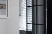 Фото 11 Двери для туалета и ванной комнаты (44 фото): особенности установки, подбор конструкции и материалов