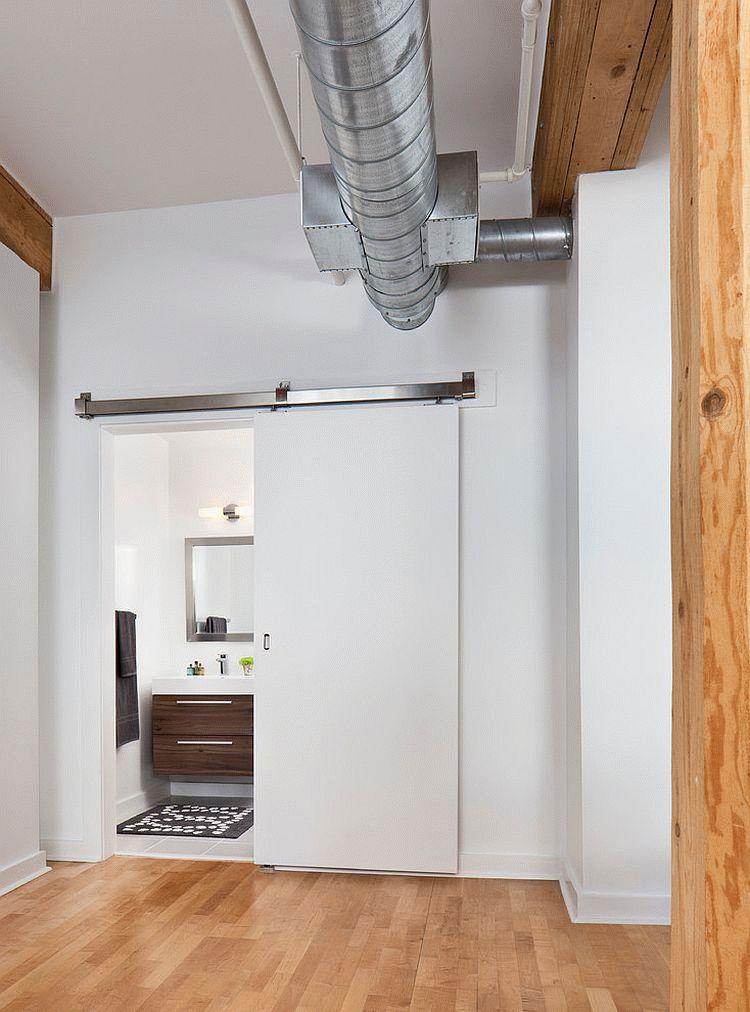 Двери для туалета и ванной комнаты мало чем отличаются от других типов межкомнатных дверей