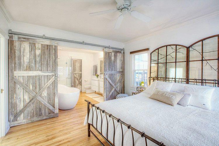 Деревянные двери в кантри стиле