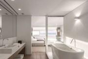 Фото 13 Двери для туалета и ванной комнаты (44 фото): особенности установки, подбор конструкции и материалов