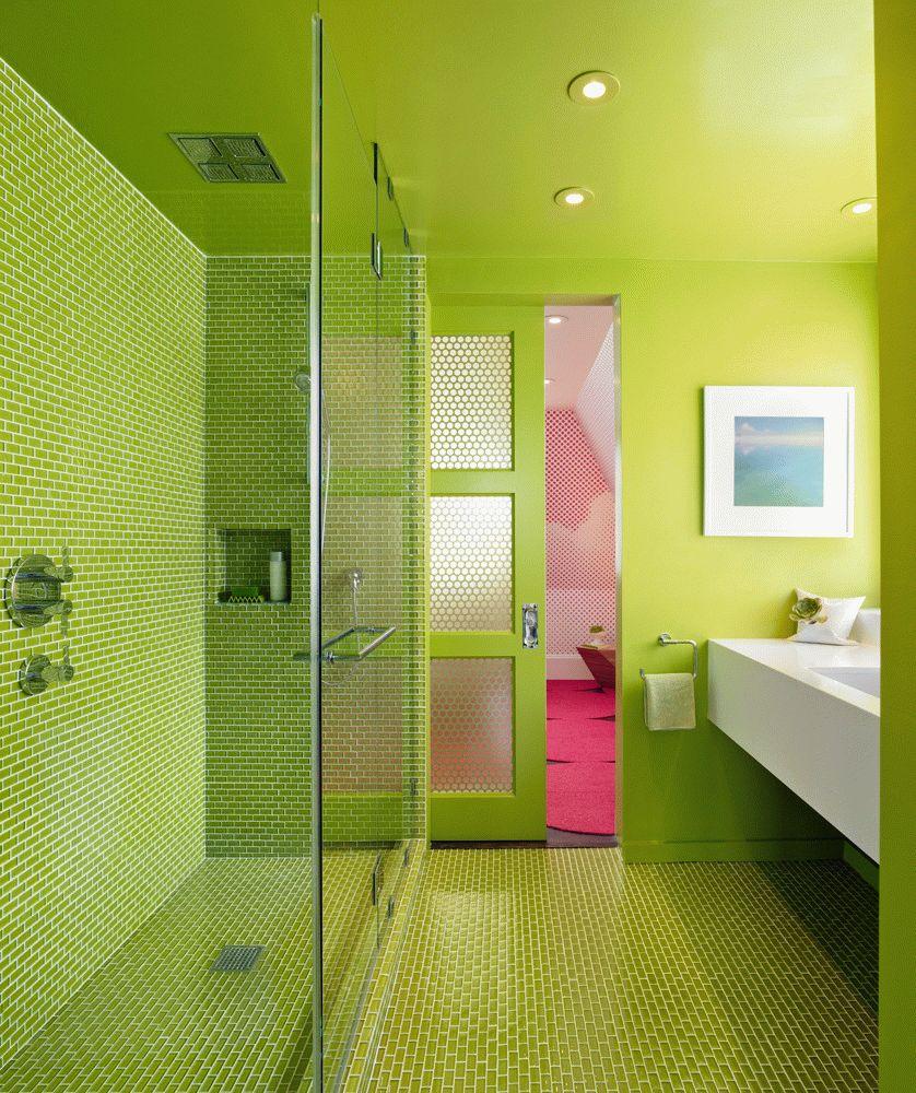 Раздвижная зеленая дверь с стеклянными вставками