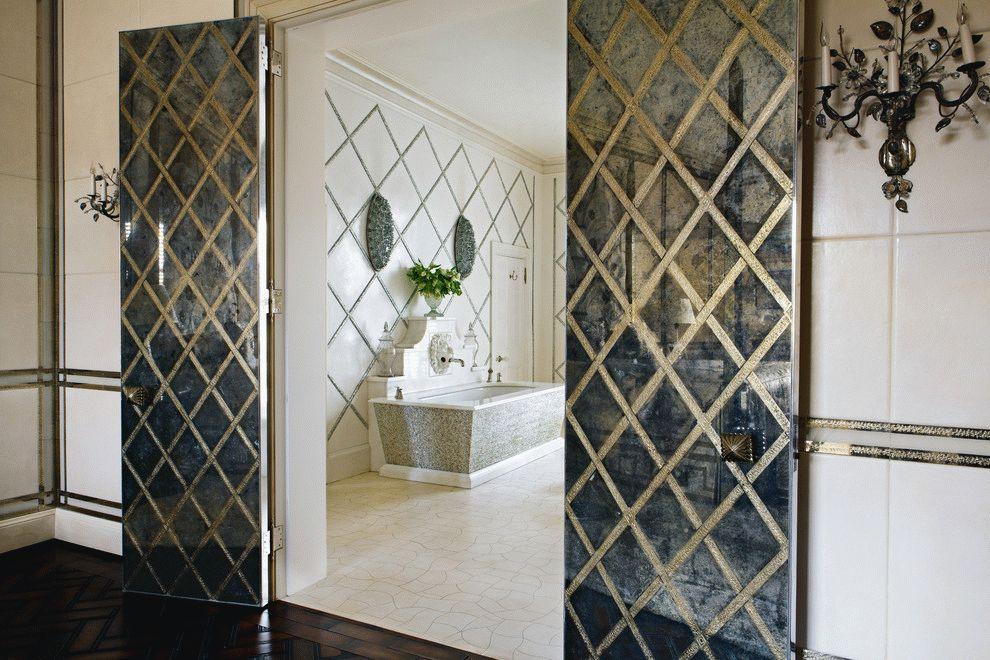 Распашные двери в ванную комнату с простым ромбовидным узором