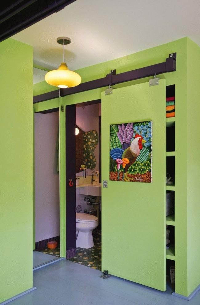 Общая раздвижная дверь для санзала и кладовки