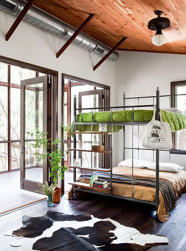 Четыре спальных места на маленькой площади - преимущества таких кроватей неоспоримы