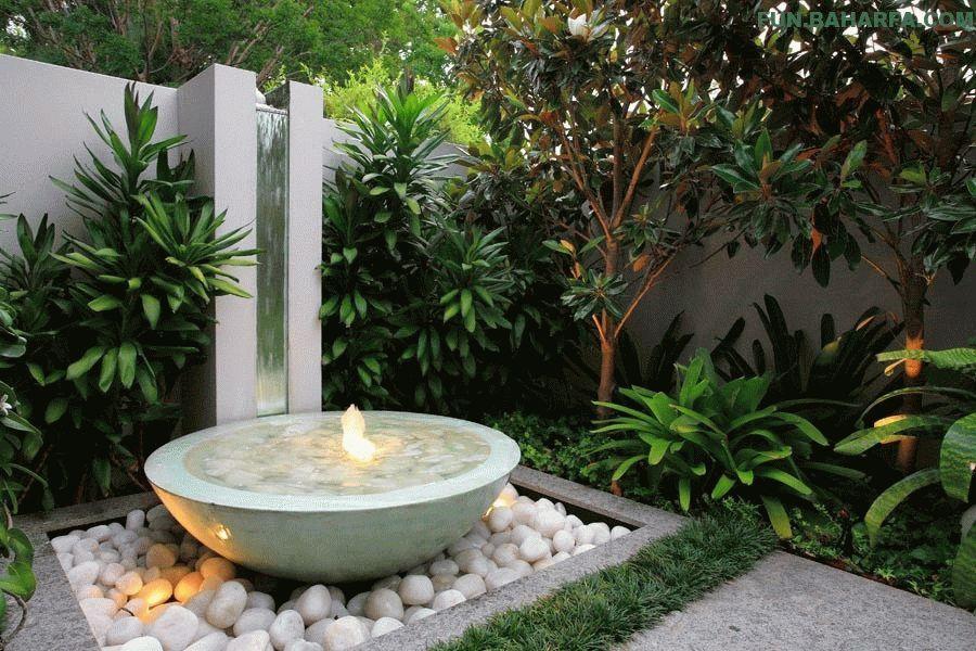 Емкость фонтана выполнена из простой каменной чаши