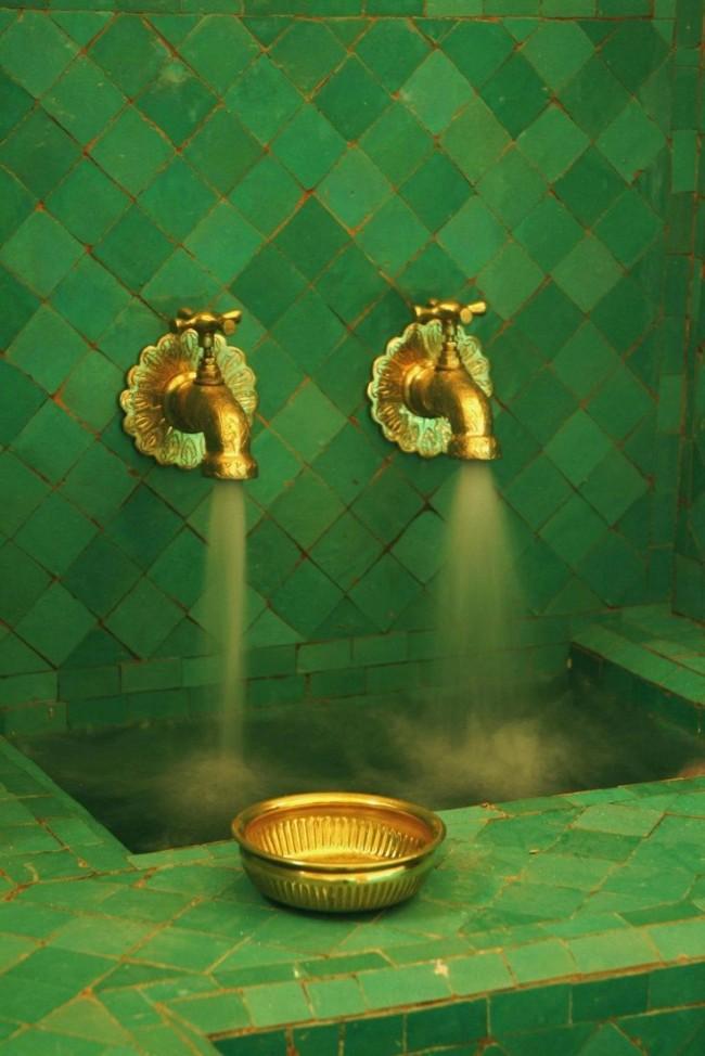 Это роскошное сочетание создает атмосферу султанских или царских апартаментов