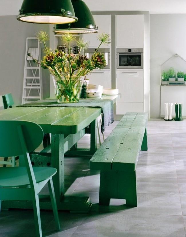 Зелень на белом фоне - сочно, ярко, свежо