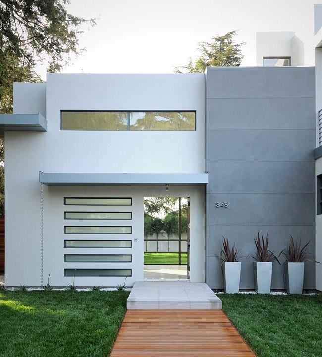 Минималистичное крыльцо из бетона в современном доме